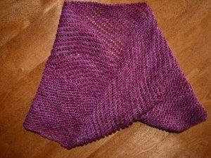 Ce foulard s exécute sur une broche ronde ce qui permet de tricoter vers le  ... 7d7db3fd916
